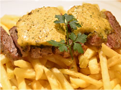 牛赤身ステーキとポテトフライ